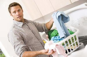 man_doing_laundry_mon1020811